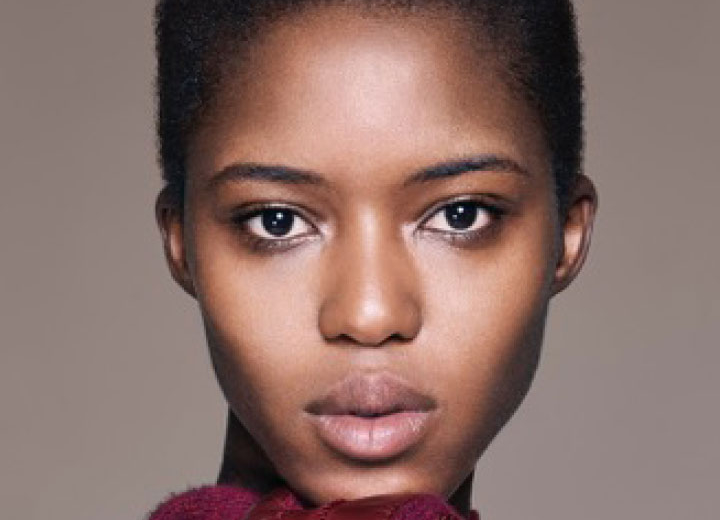 D kup spécialiste des soins pour les femmes à la peau noire et métissée